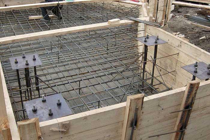бетонную смесь в опалубке